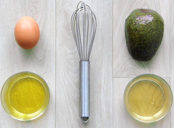 Un oeuf, un avocat, de l'huile. Des ingrédients simples pour un soin optimal ! Tout l'art du fait maison.