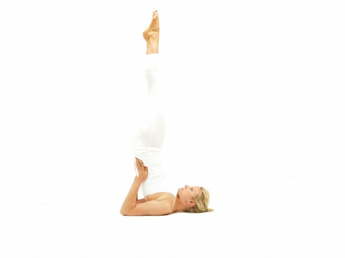 posture_equilibre_sur_les_epaules-700x524