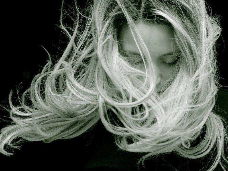 Des cheveux en bonne santé grâce à la naturopathie
